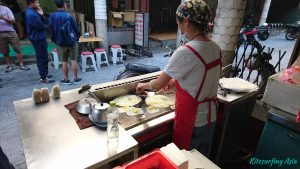 Taiwanese pancakes are being prepared in the Magong breakfast alley